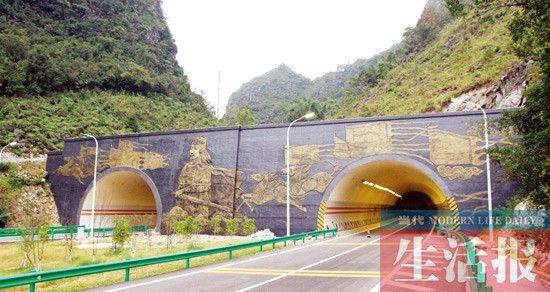 百靖高速路上,伏波将军在守护隧道。