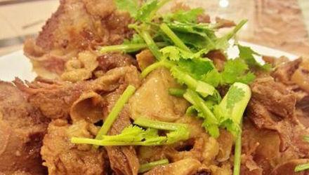 东北酸菜炖大骨