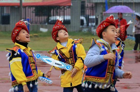 广西举行青少年航模比赛