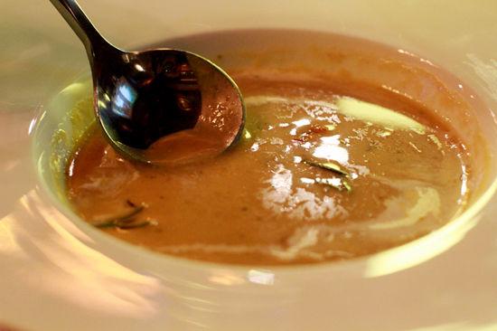 浓汤:瑞士奶油栗子培根浓汤