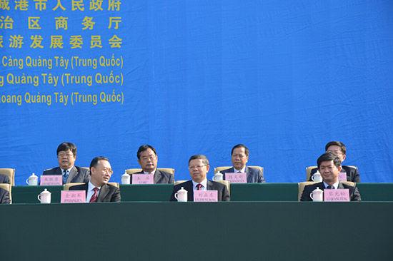 2014中越(东兴-芒街)商贸・旅游博览会在防城港・东兴举行。越南、广西壮族自治区、防城港市等相关领导出席本次博览会。