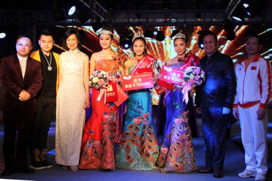王榕生担任2014广西桂美人选拔大赛评委(左三)