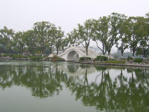 桂林古榕双桥景色 图:新浪博主/桃源小舟