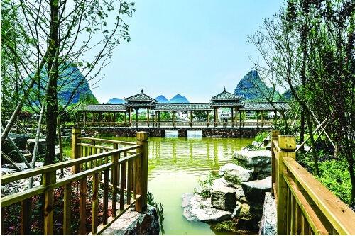 桂林 临桂区六塘镇修葺一新的农村公园