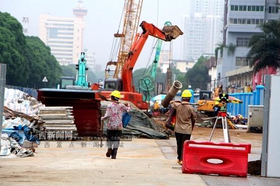 南宁地铁2号线福建园站封闭 全线已围挡封闭施工