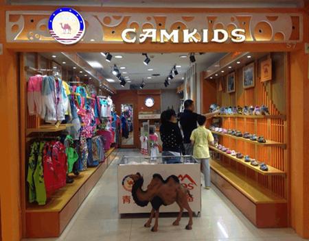 童装品牌的领头羊巴拉巴拉店铺装修效果图的特色,一是有着严格的区域