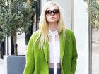 女星春夏街拍全靠高饱和彩色外套抢镜