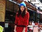 蒋欣秋冬时尚撞色街拍笑容暖人幸福洋溢