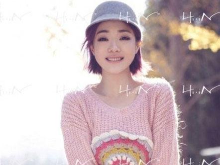 邓家佳潮流街拍写真曝光演绎另类文艺女青年