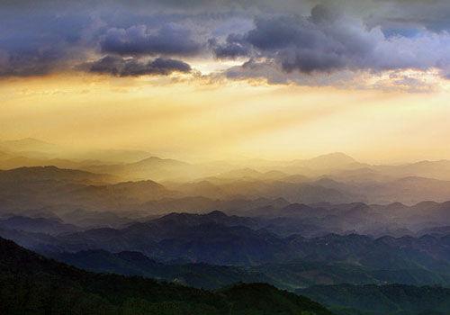 大容山绚丽晚霞绽放欣赏大自然的光影秀
