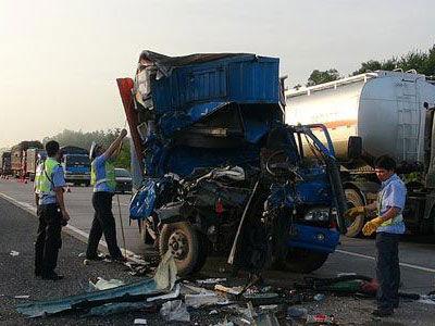 钦州车祸2死3伤