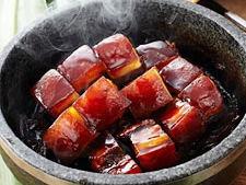 鲜嫩石锅东坡肉