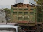 城管截停38辆违章泥头车一车欲撞执法人员(图)