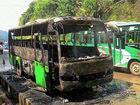 贺州客车自燃只剩骨架车上26名乘客惊险脱逃