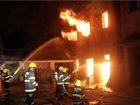 木材厂深夜大火烧毁整栋楼现场浓烟冲天