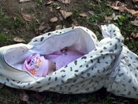 南京新生婴儿被遗弃在公园活活冻死(图)