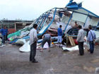 北海村庄遭强风袭击房屋坍塌多人被困(图)